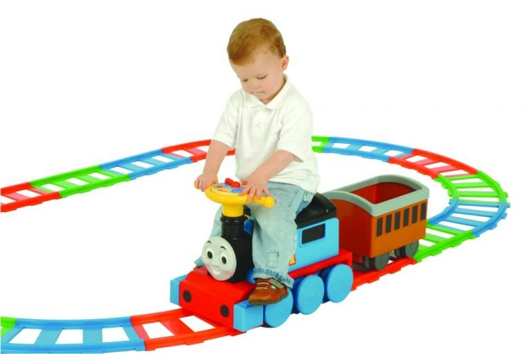 Battery Operated Thomas Train and 22 Piece Track set